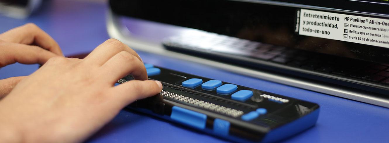 Foto baner manos en el teclado